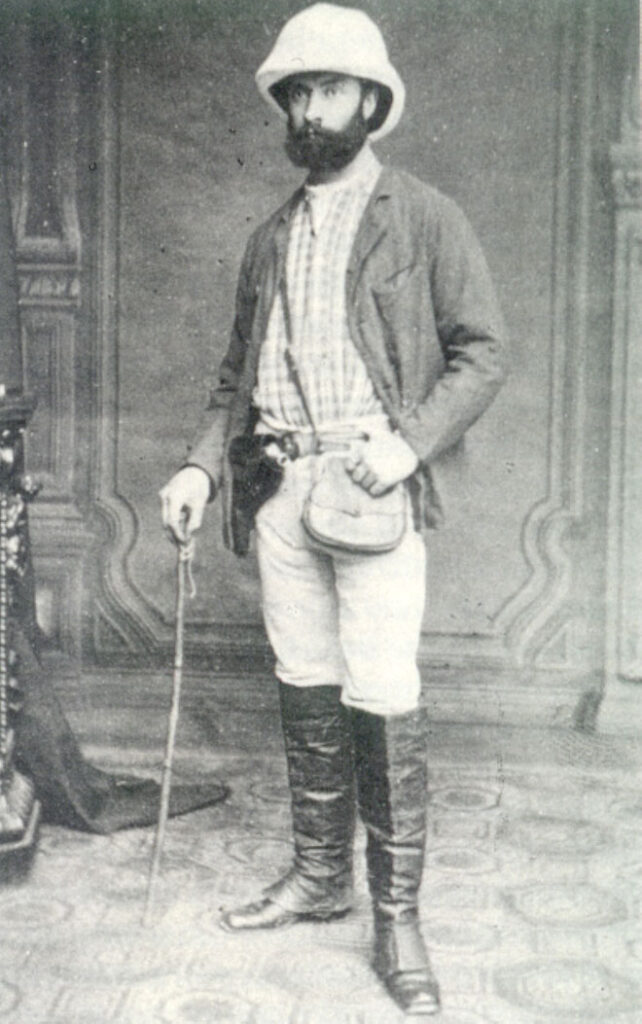 La imagen tiene un atributo ALT vacío; su nombre de archivo es retrato-de-manuel-iradier-vestido-de-explorador-642x1024.jpg